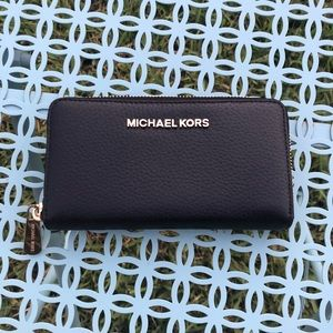 NWOT Michael Kors Jet Set Travel Tech Wallet